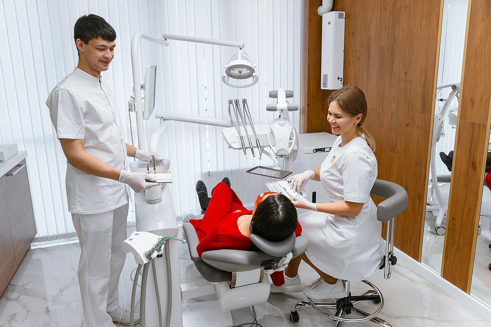 ОТБЕЛИВАНИЕ ЗУБОВ ZOOM 4. Стоматология в Сочи Magic Dent предлагает услуги ортопедии, ортодонтии, отбеливание зубов, имплантологию, брекеты